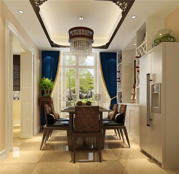 餐厅以实木线条做吊顶装饰,墙面刷漆,使整个空间显得更加宽敞、明亮