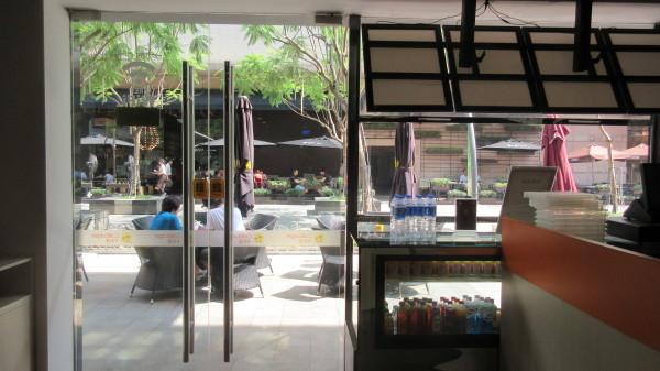 餐厅正门  免费提供wifi及ipad