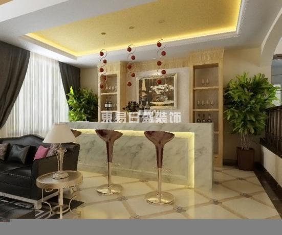 墙面用优质乳胶漆,以衬托豪华效果。地面材料以石材和地板为主。欧式客厅用家具和软装来营造整体效果,深色的橡木和枫木家具,色彩鲜艳的布艺沙发,都是本案欧式客厅里的主角。