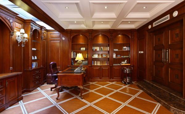 古典欧式的书柜护墙板被地面同色系的皮革砖拉回到地下整体现代的风格中。