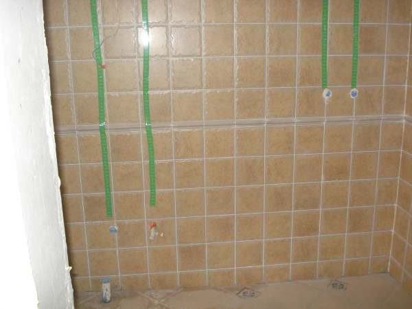 厨房水电改造用绿色标志标注水电走向