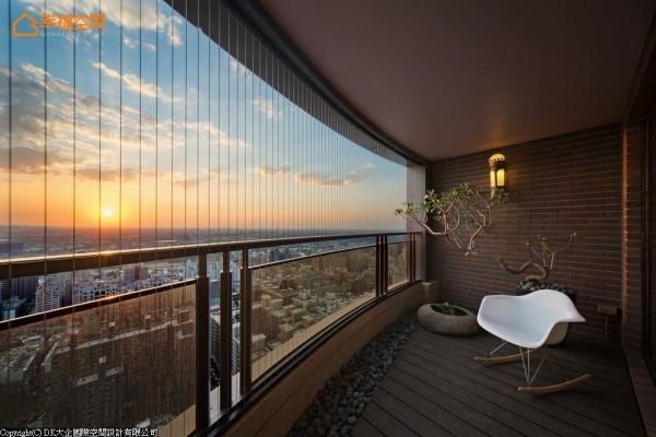 位居三十八楼,拥有君临而下豪气的景观宅,考虑入小朋友的活动安全特别装置入隐形纱帘,让屋主能放心享受高楼层景观视野。