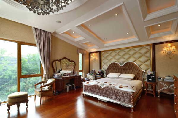 偌大的面积通过睡眠区和起居空间的划分而变得合理。