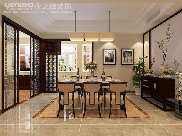 餐厅延续整体风格,写意梅花壁布作为餐厅背景墙,无论任何季节都有种飘香的情结;厨房推拉门用现代工艺玻璃表现了中式花格的另一种生命