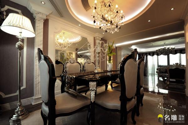 名雕墅派整装定制设计—公园大地—餐厅:餐厅空间不大,墙面做了银镜处理,使整个视觉纵深感增强,也活泼了许多。