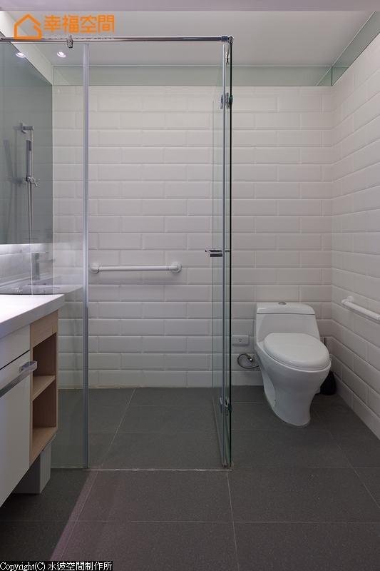除了无障碍规划的空间考虑,搭配拉门设计与加装扶手,打造温馨好宅新概念。