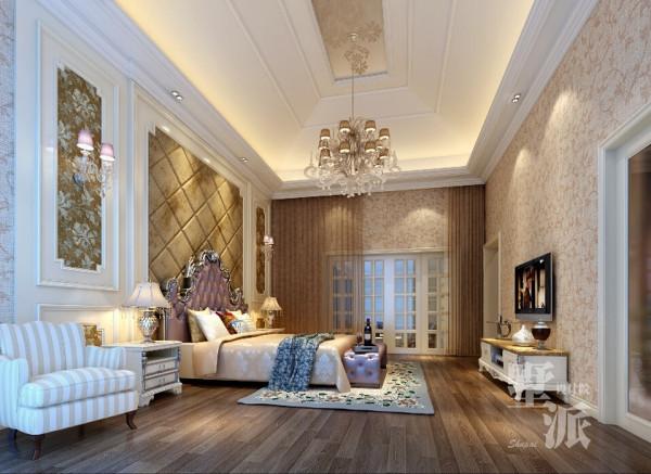 大地别墅—主卧室色调趋向浅驼色,咖啡色皮软包的床头背景含蓄自然,将