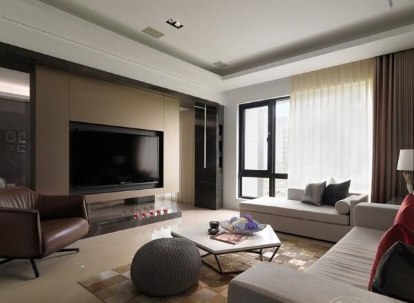 电视主墙选用氟酸玻璃,让墙面可聚焦在电视墙面上