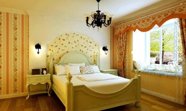 床头的背景采用石膏板弧形造型,与客厅和餐厅的整体造型相呼应,AB版壁纸的穿插应用,增加墙面的层次感