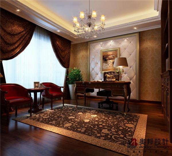 """简欧风格继承了传统欧式风格的装饰特点,吸取了其风格的""""形神""""特征,在设计上追求空间变化的连续性和形体变化的层次感,室内多采用带有图案的壁纸、地毯、窗帘、床罩、帐幔"""
