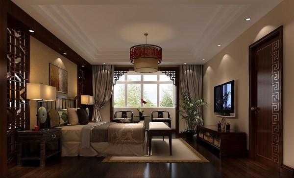 卧室在色彩方面秉承了传统古典风格的典雅和华贵,加入了很多现代元素,呈现着时尚的特征。为了给居室增添几分暖意,饰以精巧的灯具和雅致的挂画,使整个居室在浓浓古韵中渗透了几许现代气息。