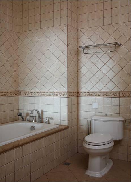 卫生间:暖色的仿古墙砖,欧式的浴室柜,砌筑浴缸,使得卫生间更加的宽阔。