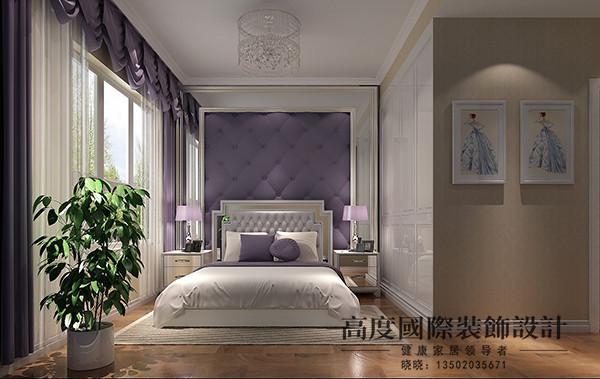 卧室区域同样大量采用了紫色做装饰,空间比较小,业主采用打制的衣柜,节约了空间,增大了储物空间,床头背景采用紫色的软包。整个空间给人舒适感。