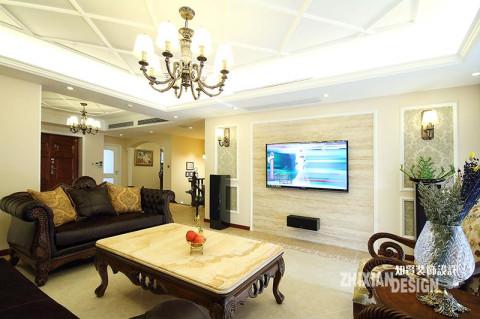 背景墙采取对称设计,简单拙朴的小壁灯一左一右与客厅主灯饰相映成辉