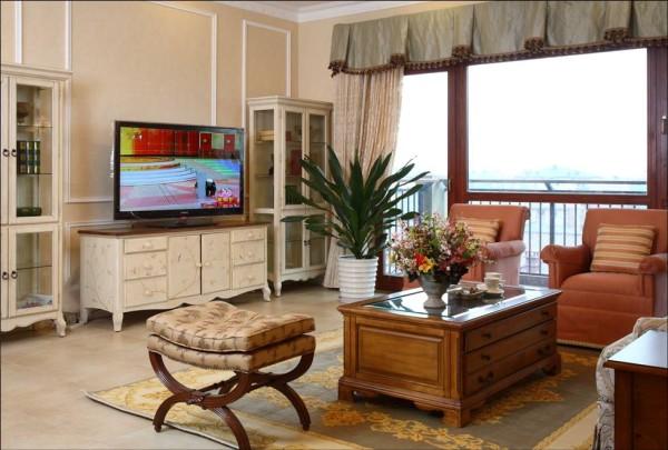 客厅:在客厅和厨房处加了垭口,使整体空间得到更合理的分配,简洁大气。