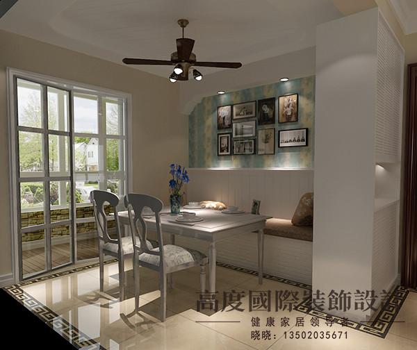 餐厅区域运用了托斯卡纳风格的元素,吊顶运用镂缝式的吊顶,餐桌背景运用托斯卡纳典型的垭口以及壁纸拼花的结合给人温馨的感觉。