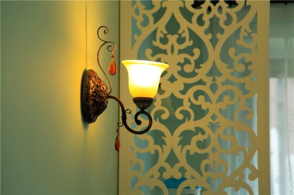 欧式风格从整体到局部、从空间到室内陈设塑造,精雕细琢,给人一丝不苟的印象。一方面保留了材质、色彩的大质感受