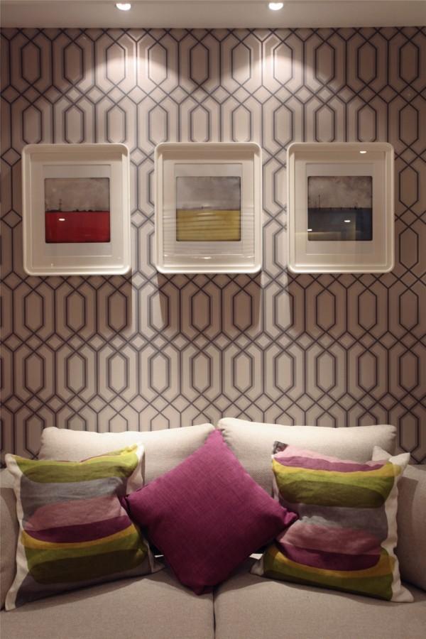 墙上三个装饰,使空间看起来别有一番风味。