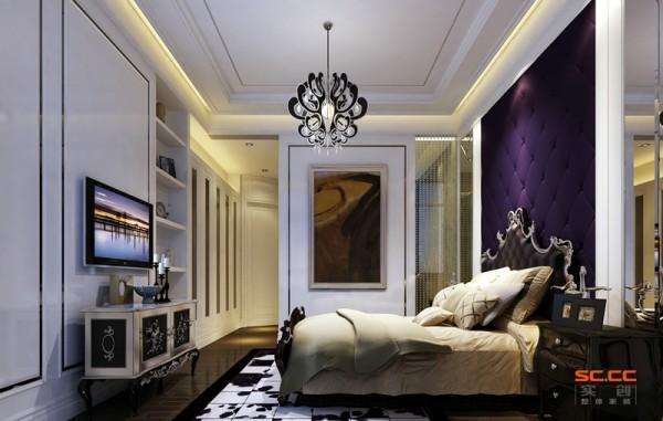 亮点:床头墙采用紫色系的软包,使整个空间显得浪漫而又神秘,还有珠帘等软装的使用使整个空间更协调、高贵。