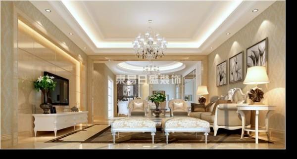 宽阔方正的客厅,米色的光滑大理石堆砌出典雅的空间氛围,简约的柱式,华贵的水晶吊灯,独特韵味的家具在欧式风格中体现出年华的精美。