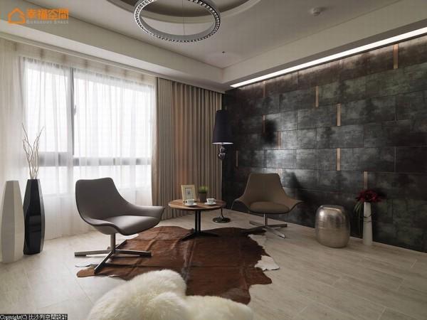 不规则拼贴金属仿锈砖及镀钛板,斑驳却有同时有着沉稳时尚的壁面,轻易带出视觉重点。