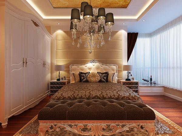 卧室浪漫和温馨的卧室设计理念:主卧作为业主休憩的场所,需要简约、质朴的风格才能让人身心舒畅,感到宁静和安逸。 亮点:床头软包的处理及顶面壁纸的装饰彰显欧式的风采,但又不失卧室的浪漫和温馨。