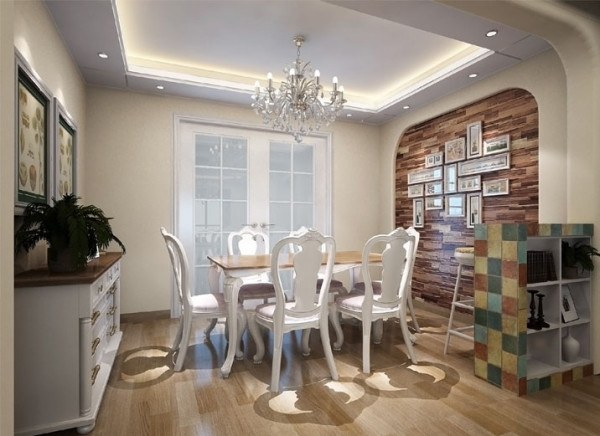 餐厅强调理性的和谐,宁静。本方案选择的是简欧风格的实木家具;实木条纹的照片墙,配以交错排列的照片,给人一种很有质地的回忆和文化;仿马赛克的餐边柜,提升了空间的色彩感,调皮但又和谐