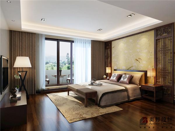 欧式风格强调以华丽的装饰、浓烈的色彩、精美的造型达到 华贵的装饰效果。 欧式客厅顶部用大型灯池, 并用华丽的枝形吊 灯营造气氛。 门窗上半部做成弧形, 并用带有花纹的石膏线勾边, 室内则有壁灯造型