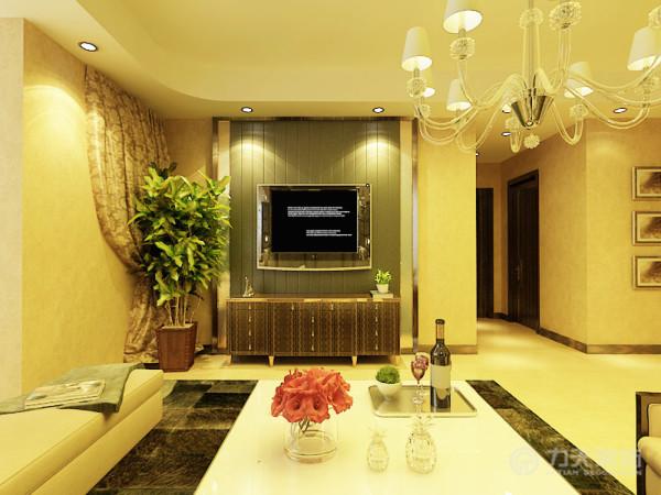 电视柜使用了一款英式新古典的造型,搭配起来显得既稳重,又时尚。