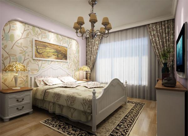 卧室是家庭中,使用频率最低,但在这个区域停留时间最长的地方;私密性和舒适是卧室的关键词;圆角的主卧背景墙,配以舒适富贵色调的床品和窗帘布艺;让人觉得这个空间十分惬意
