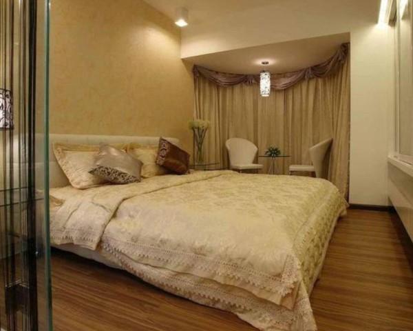 卧室的色调采用暖色系,能够让主人的精神得到彻底的放松,弧形的窗户显示出一抹柔美。