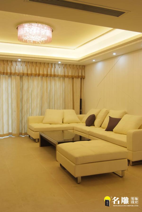 名雕装饰设计—酒店式简约风格—客厅沙发:暖色系的柔和光线,将整个空间氛围渲染出别样的温馨与典雅。