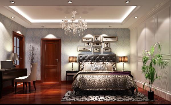 一般的卧室不设顶灯,多用温馨柔软的成套布艺来装点,同时在软装和用色上非常统一。现代美式多用非炫目灯光,且尽量做到只见光不见灯的效果.