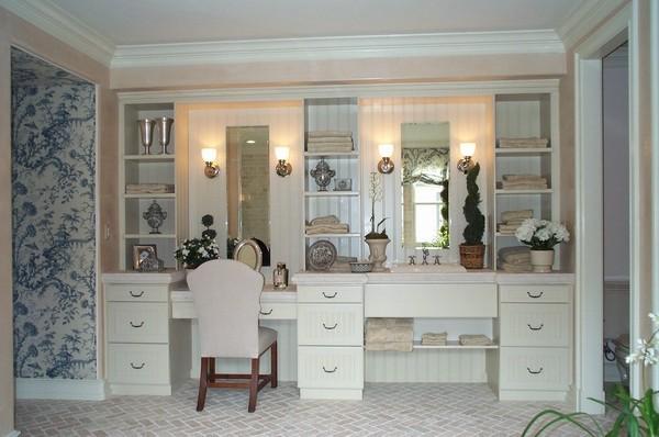 梳妆台的作用很多,放毛巾,古董,盆栽都可以 。