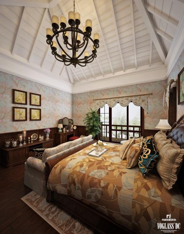 卧室是一贯是美式风格的别墅设计,粗犷的碎花,高大的衣柜,厚重的床榻共同拼接这异域的风情。