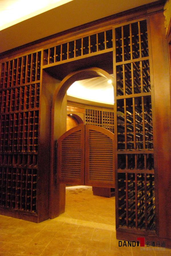 十二橡树庄园酒窖门厅:实木门厅,典雅尊贵