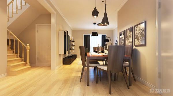 餐厅与客厅想通,餐桌选用深色的木质家具,与客厅形成鲜明的对比。并在入户门玄关处增加了屏风与鞋柜,不仅在空间上起到了划分空间功能的作用,同时也方便来客放鞋换鞋增加了储物功能。