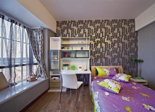 儿童房整体简洁明快,床头字母