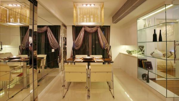 多功能房运用带装饰图案点缀的清玻璃幕墙来区分区域,一种 整洁明亮的空间感觉。卧室的空间即用不同色彩来做诠释