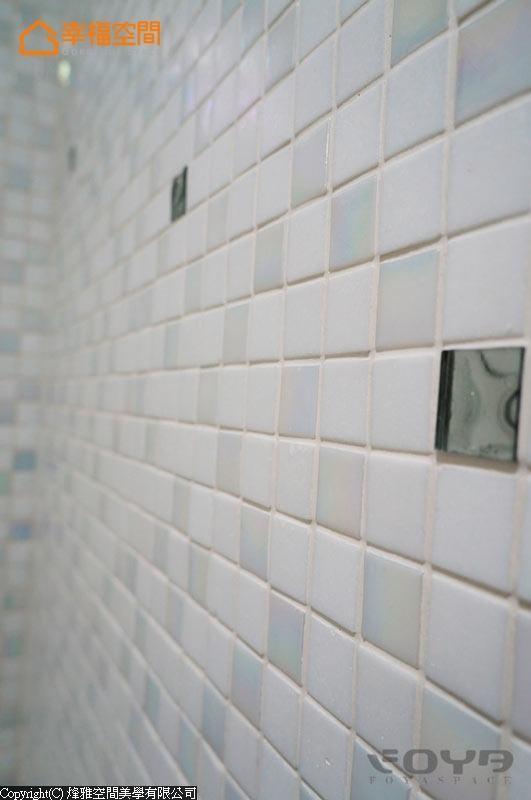 不同质材、色调的马赛克砖搭配。