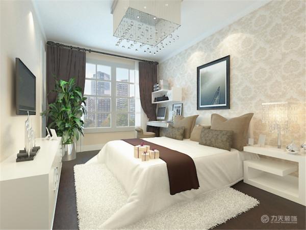 卧室整体温馨舒适,床头背景以壁纸挂画的形式,配以白色的家具。其中绒毛地毯和绿植的搭配让卧室更加魅力。电视背景墙,采用白色软包和黑镜的形式,给人温馨,时尚,大气的现代感觉。