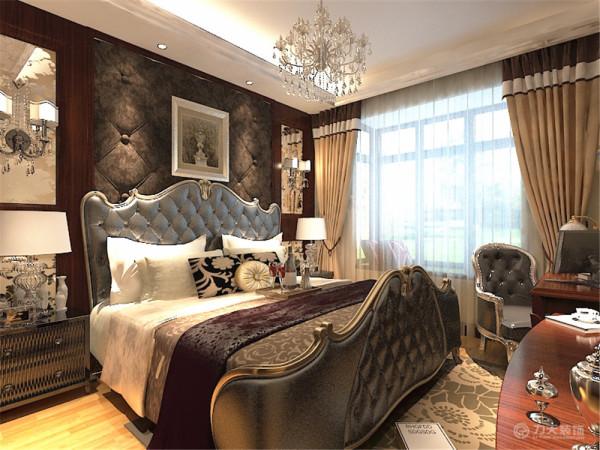 卧室的设计延续了客厅的大面大线条的手法,单色窗帘与环境与空间有效的融合,剩余位置用咖色墙体现整体的现代简约风。选用了欧式的床和背景墙,