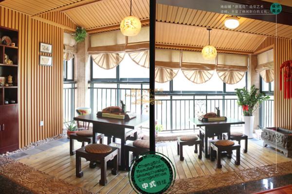 休闲阳台防腐木和唐莲华青砖地面,人字造型顶,休闲味立刻体现出来。