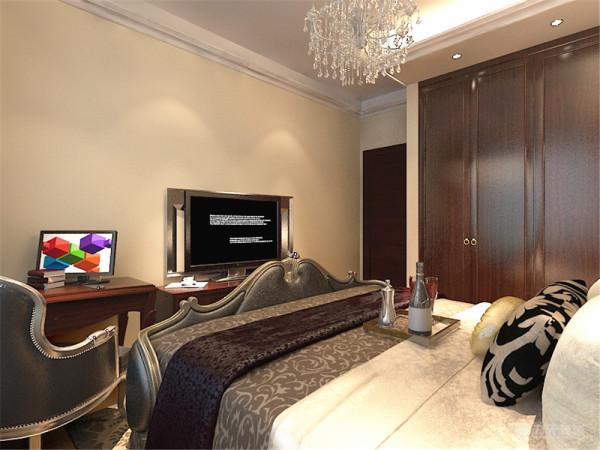 卧室的设计延续了客厅的大面大线条的手法,单色窗帘与环境与空间有效的融合,剩余位置用咖色墙体现整体的现代简约风。选用了欧式的床和背景墙,混搭风在其中,