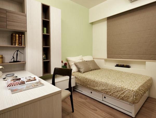 以色调活泼的绿色,呈现年轻人的清新感,并设计系统展示柜与书桌结合,兼具机能的使用性。