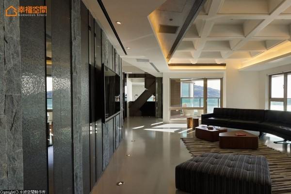 期待争取最大限度的楼层屋高,以十字钢梁下方作为天花板低点,构成巢状立体的空间层次。