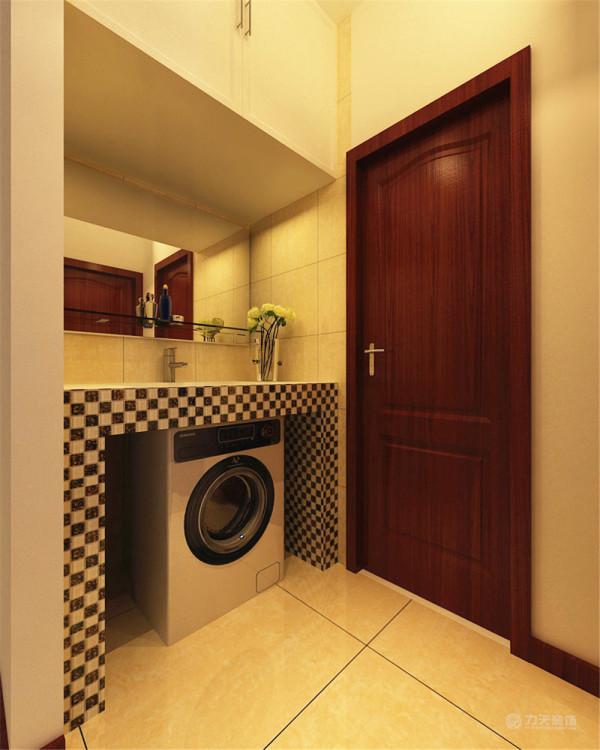 在卫生间的干区部分,手盆的台面用了马赛克,下面预留了放洗衣机的位置,手盆上面做了吊柜,增加了储物空间。