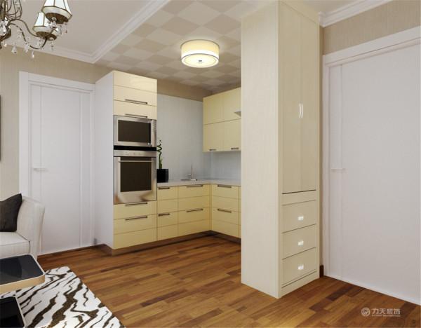 本案例厨房为开放式厨房,客厅过来是主卧的位置,主卧空间较大,有个大阳台,采光性良好。整体来看,此户型结构每个空间结构比较工整,采光良好,便于设计。