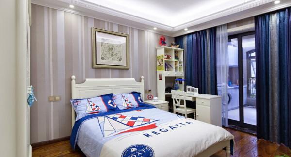 儿童房:业主有个男孩儿,儿童房的设计手法趋于硬朗,在色彩搭配上以蓝白色为主调,营造一种在大海中的探秘