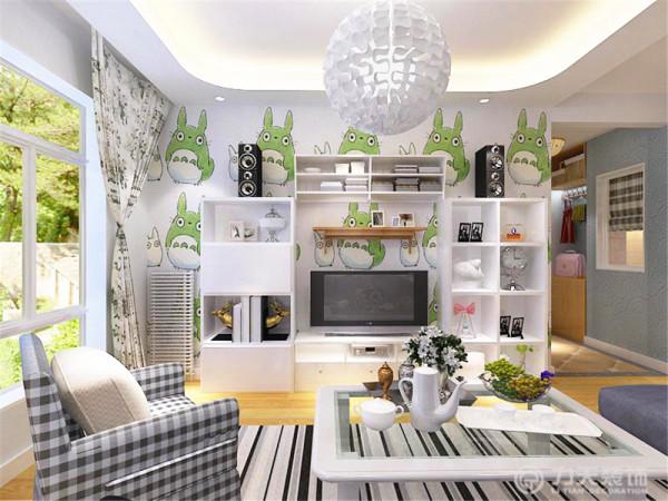 客厅:客厅作为待客区域,一般要求简洁明快,同时装修较其它空间要更明快光鲜,电视背景墙是用简单的组合柜和龙猫壁纸组成的